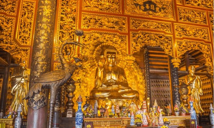 Bức tượng phật bằng đồng dát vàng lớn nhất Châu Á
