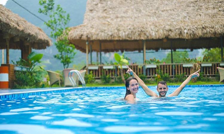Bể bơi tại bungalow