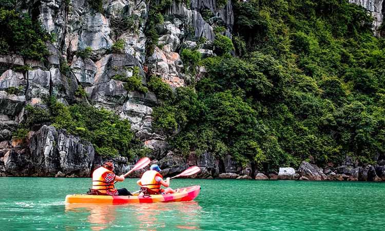 Chèo kayak Hạ Long