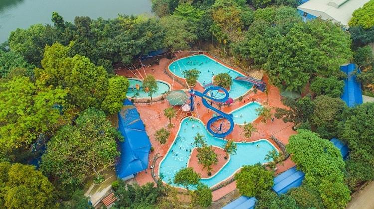 Công viên nước bên trong khu du lịch Ao Vua