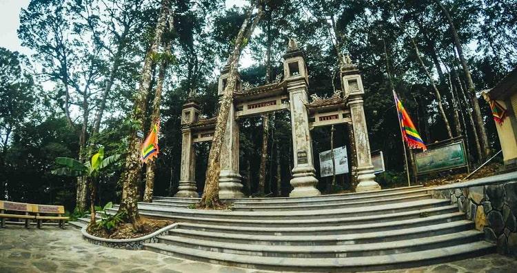Đền Thượng là nơi thờ Thánh Tản Viên (Sơn Tinh)