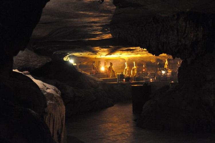 Hang Sáng Động Tối chùa Bái Đính