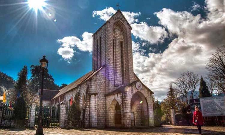 Nhà thờ đá cổ - biểu tượng của thị trấn Sapa