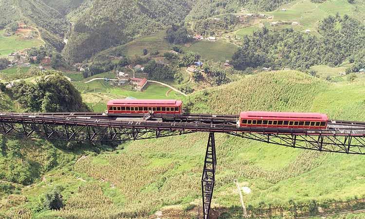 Tàu hỏa leo núi Mường Hoa