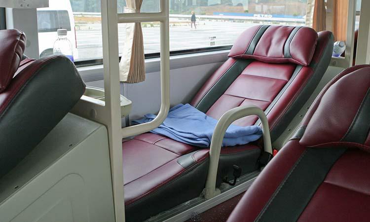 Giường nằm có thể điều chỉnh giúp quý khách có hành trình thoải mái