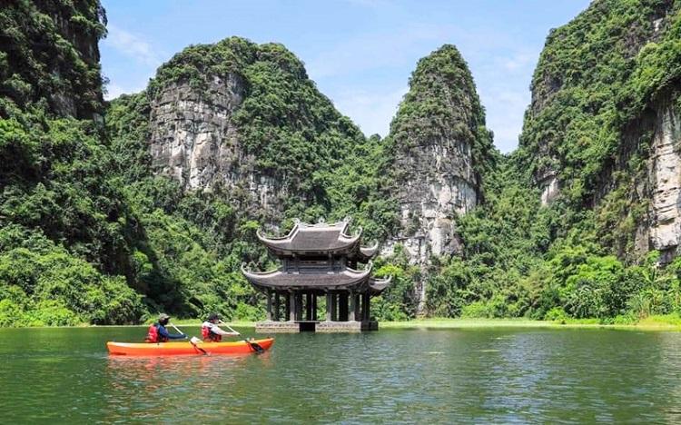 Chèo Kayak tại Tràng An