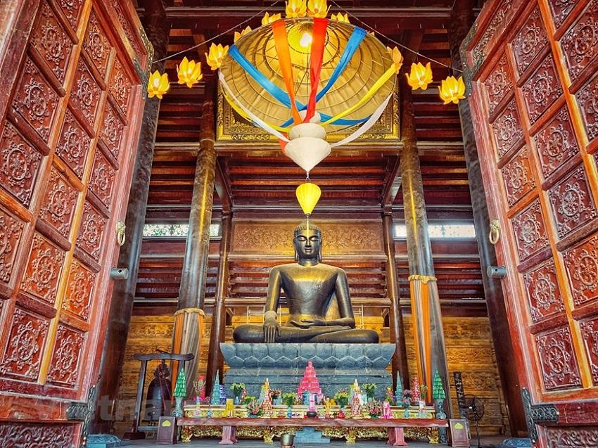 Điện pháp chủ chùa Tam Chúc