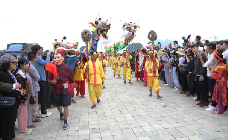 Lễ hội rước nước vào giếng ngọc tại chùa Tam Chúc