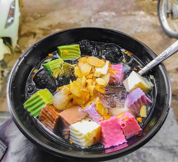Chè Bốn Mùa - Món ăn vặt ngon ở Hà Nội