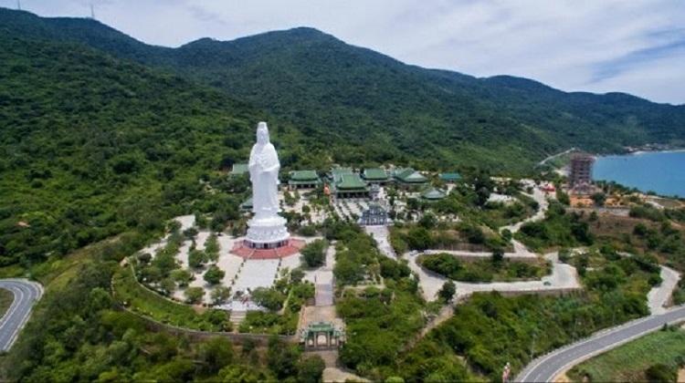 Tượng phật ở chùa Linh Ứng