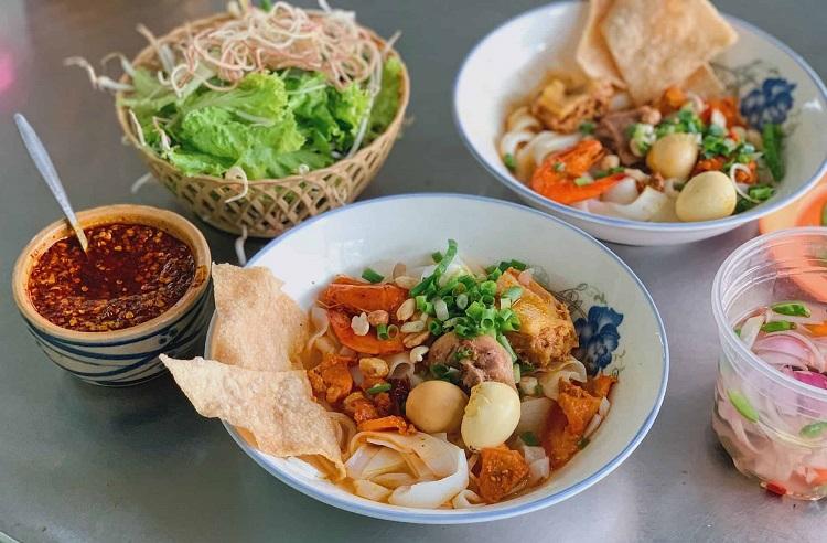 Ăn mì Quảng khi đi du lịch Đà Nẵng