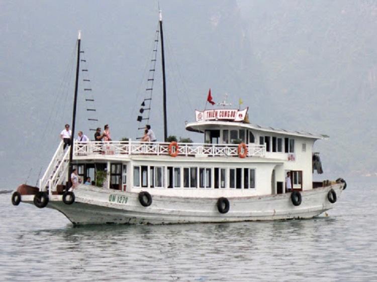 Tàu thăm vịnh Hạ Long 48 chỗ gỗ