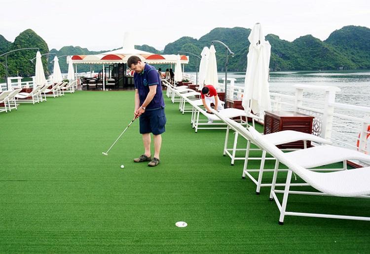 Sân Golf mini trên du thuyền Starlight